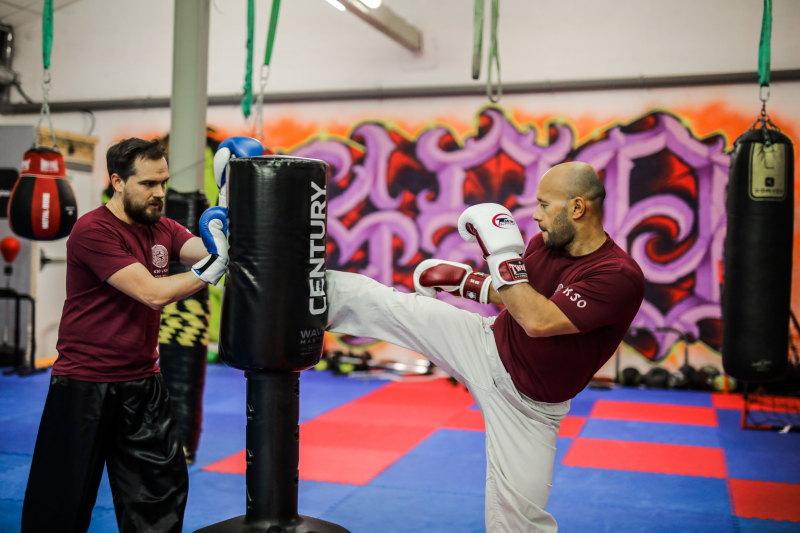 pratiquer un sport de combat damienLB (16) travail au sac