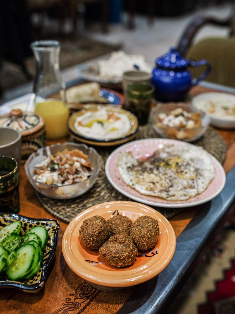 petra nomad tea brunch lovers lyon falafels